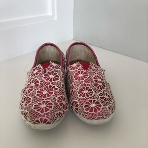 Toms pink shoes youth 3